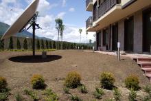 Озеленяване на хотел в Банско - Ню Гарден-NACHALO-3-0026